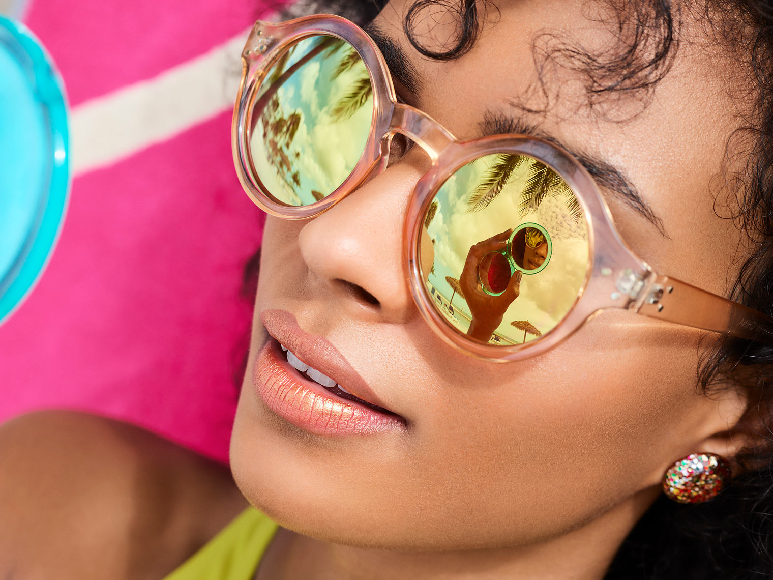 RH_Lifestyle_2019_resort_Mirror-Sunglasses_S01_00360